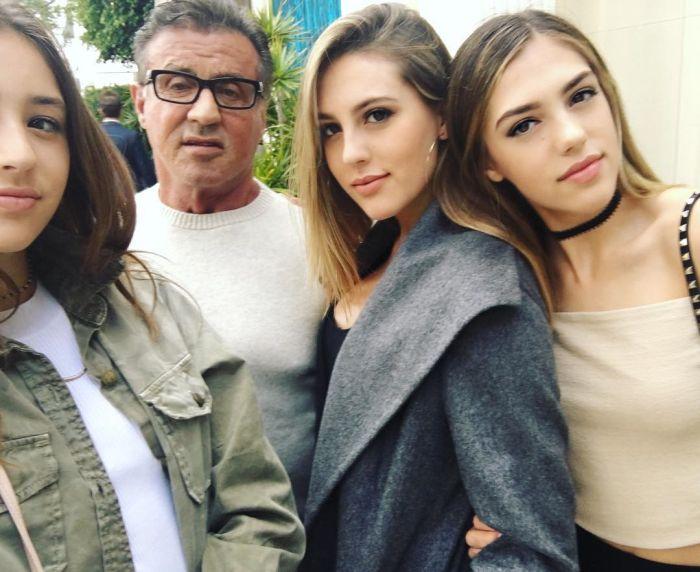 Сильвестр Сталлоне поделился снимком с дочерьми (2 фото)