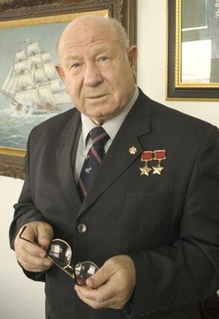 Космонавт Алексей Леонов осудил Юрия Лозу из-за нападок на Гагарина (2 фото)