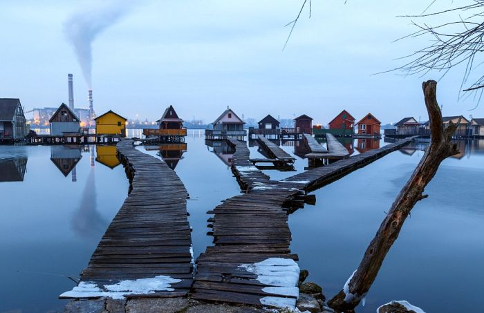 «Плавучая деревня» в Венгрии (8 фото)