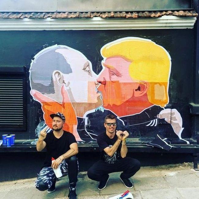 В Вильнюсе появилось графитти с поцелуем Путина и Трампа (3 фото)