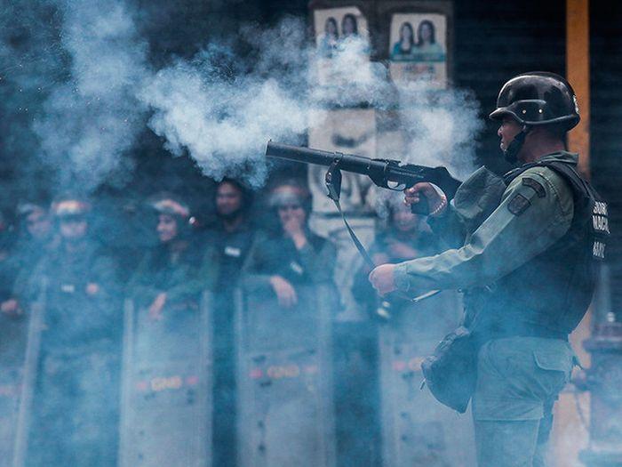 В Венесуэле из-за нехватки продовольствия вспыхнули бунты (18 фото)
