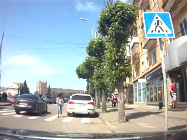 В Рязани автоледи избила девушку-пешехода