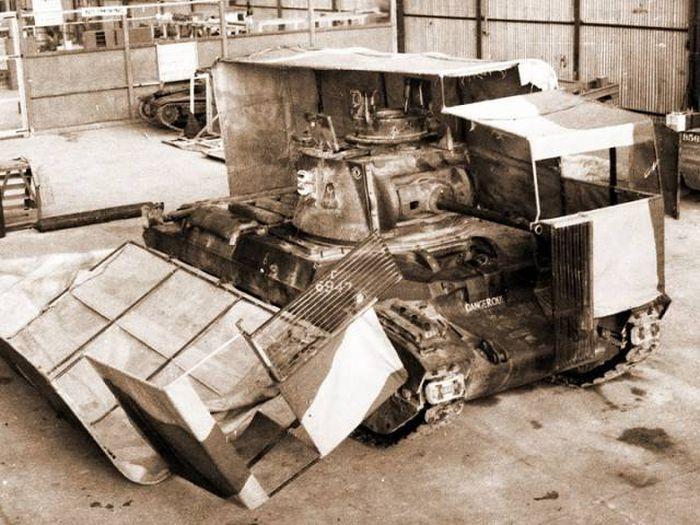 Танки, замаскированные под автомобили (17 фото)