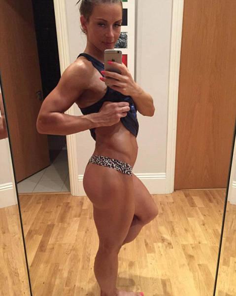 Девушка одержала победу на конкурсе фитнес-бикини спустя 11 месяцев после родов (19 фото)