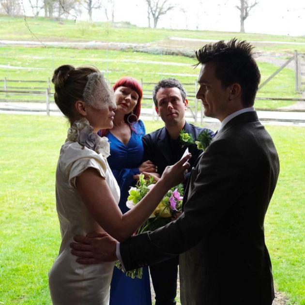 Актер Руперт Френд тайно женился на паралимпийской спортсменке Эйми Маллинз (5 фото)