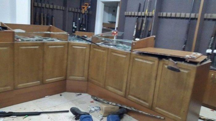 В Актобе религиозные радикалы устроили стрельбу и захватили заложников