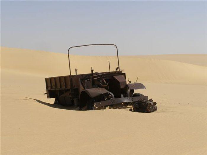 Эхо Второй мировой войны в египетской пустыне (18 фото)