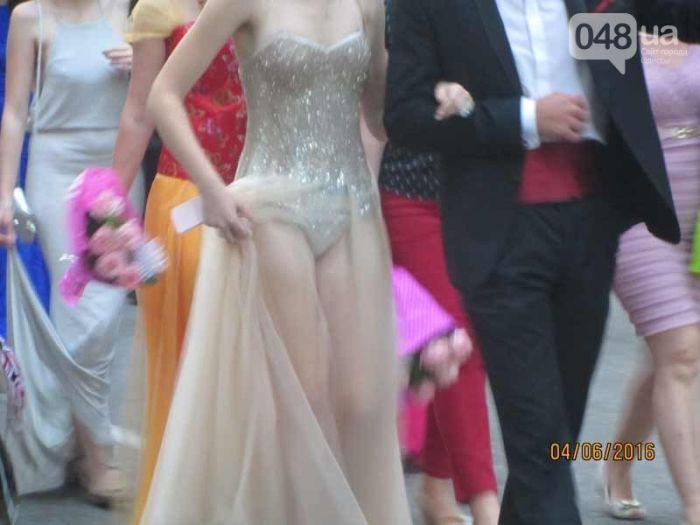 Откровенное платье одесской выпускницы шокировало соцсети (2 фото)
