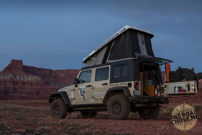 Парень превратил внедорожник в дом на колесах, чтобы отправиться в путешествие по Африке (30 фото)