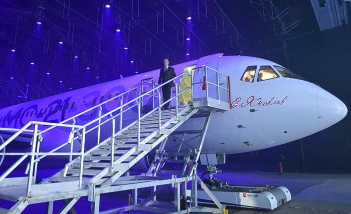 В Иркутске представили новейший отечественный пассажирский самолет МС-21(6 фото)