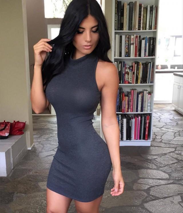 Симпатичные девушки в обтягивающих платьях (32 фото)