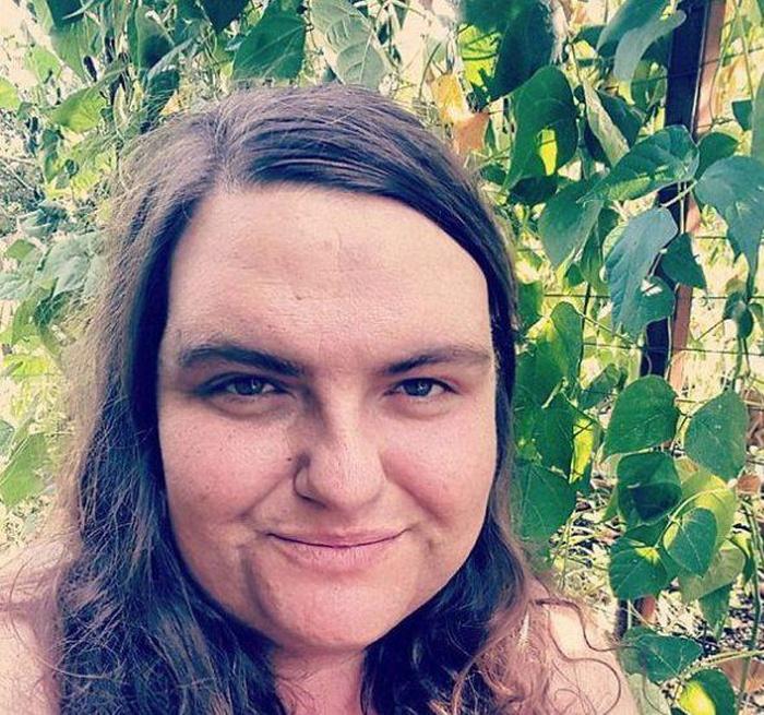 Бородатая женщина полюбила себя такой, какая она есть (3 фото)