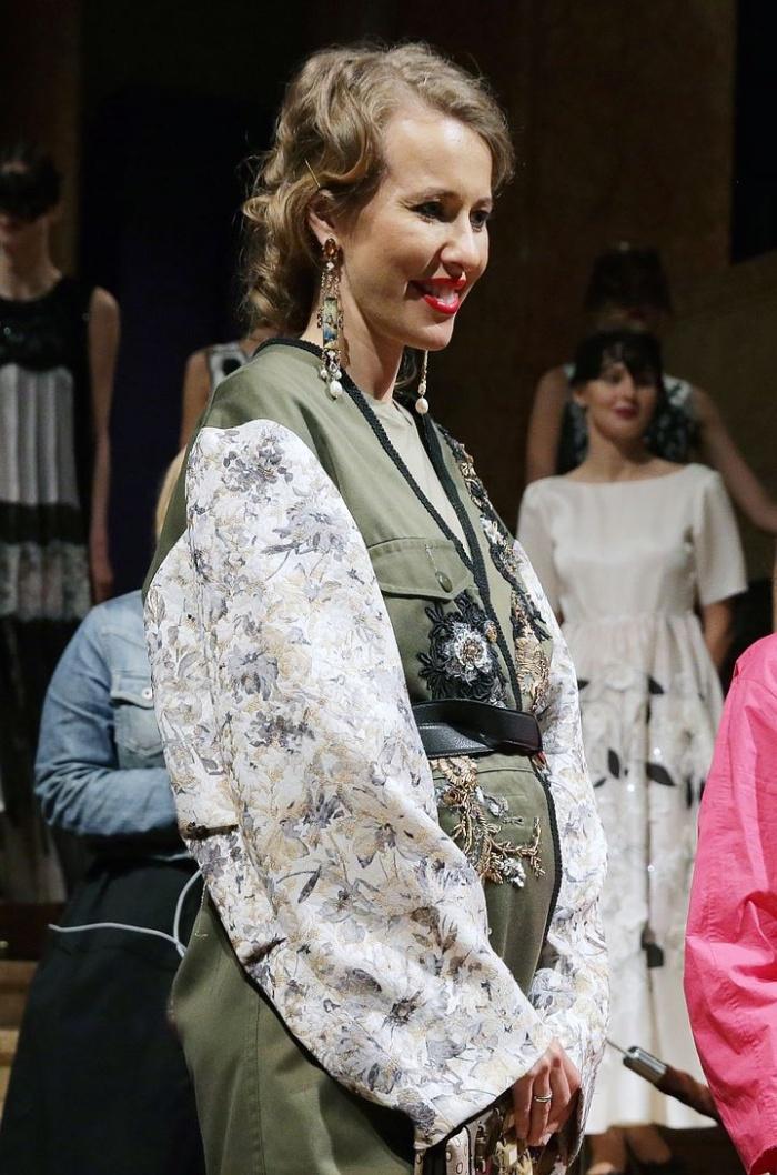 Ксения Собчак ждет ребенка? (2 фото)