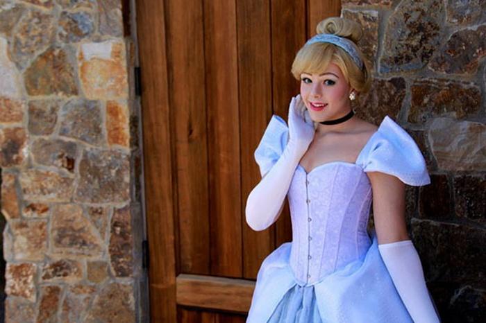21-летний визажист, превращающий себя в диснеевских принцесс (12 фото)