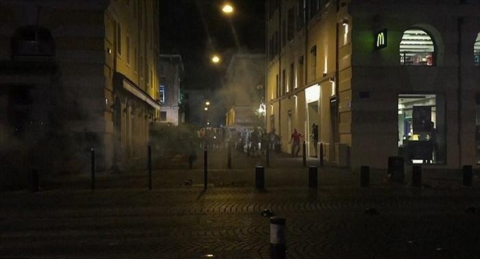 Британские болельщики устроили беспорядки в Марселе (10 фото + 2 видео)
