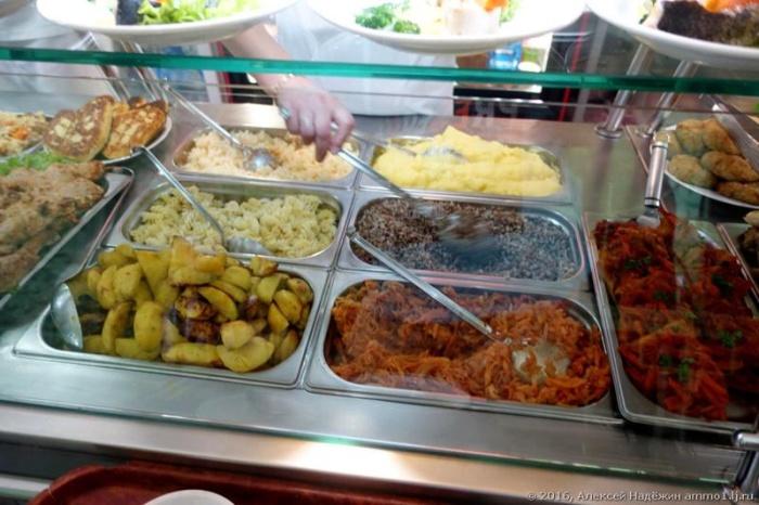Бюджетный обед в ялтинском кафе (9 фото)