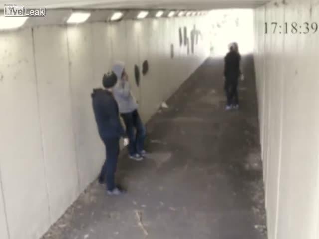 Лондонские гопники нарвались на боксера