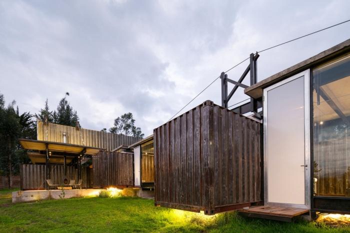 Оригинальный дом из грузовых контейнеров (25 фото)