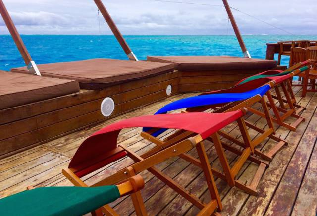 Уникальная плавающая пиццерия в Тихом океане (55 фото)