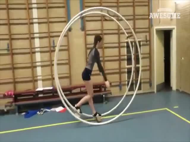 Гимнастки показывают класс