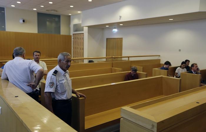 Троих российских болельщиков приговорили к лишению свободы за беспорядки на Евро-2016 (3 фото)