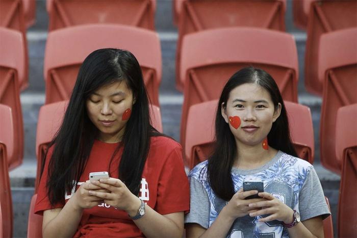 В Китае стали выдавать онлайн-кредиты под  интимные фото (2 фото)