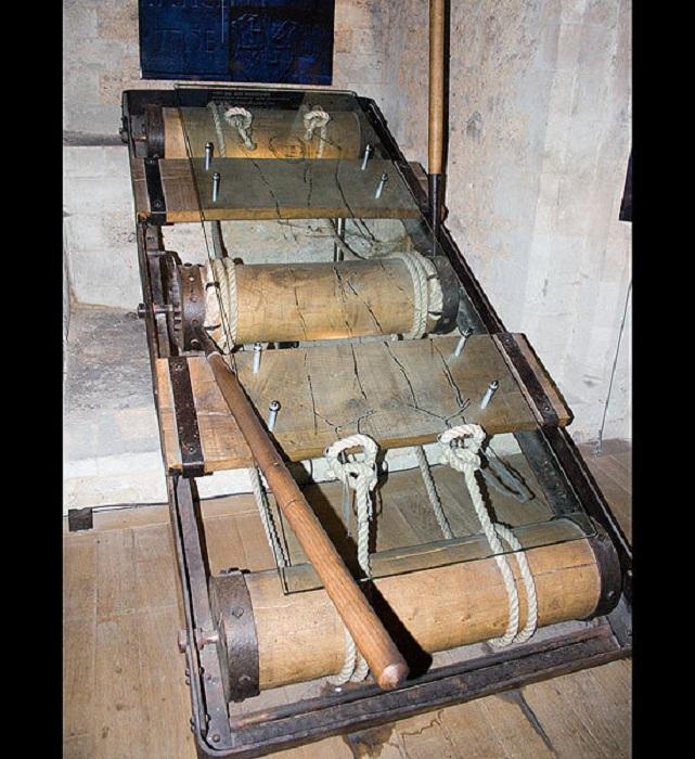 Самые изощренные орудия пыток средневековья (13 фото)