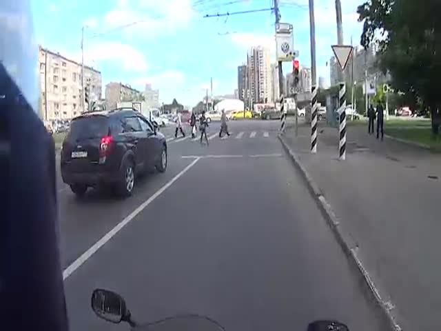 Пешеход сделал замечание мотоциклисту-нарушителю