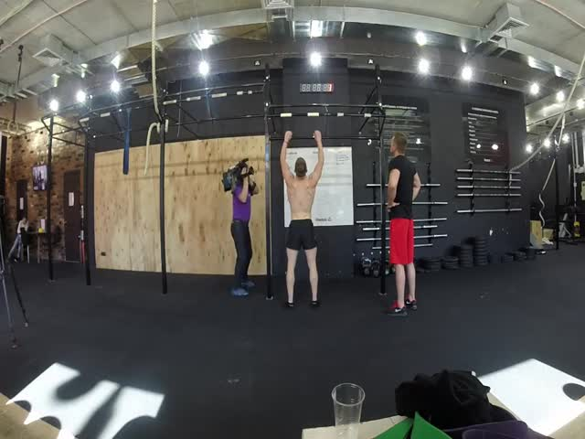 Пермский фитнес-тренер Виктор Макуров побил рекорд по подтягиваниям