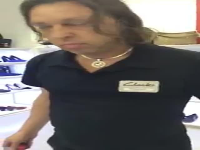 «Противный» продавец скандалит с клиенткой