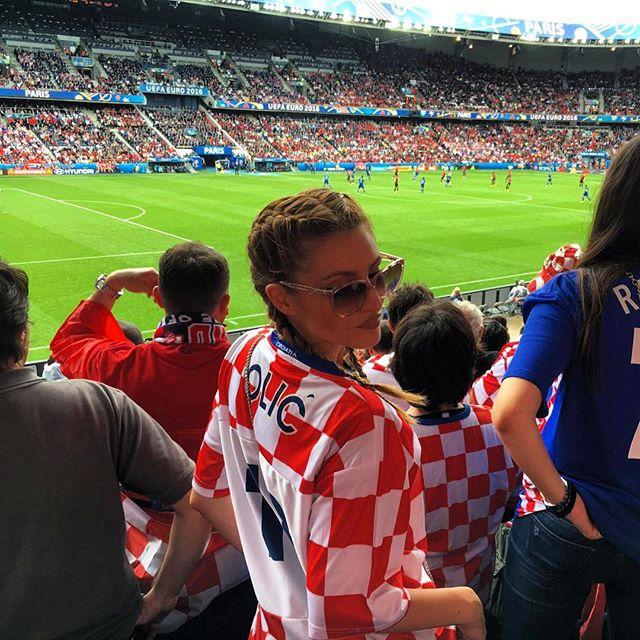 Привлекательные болельщицы на Евро - 2016 (38 фото)