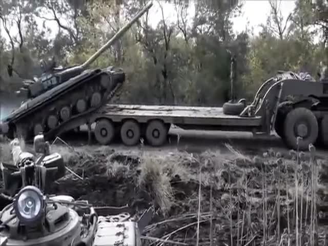 Украинские военные опрокинули танк