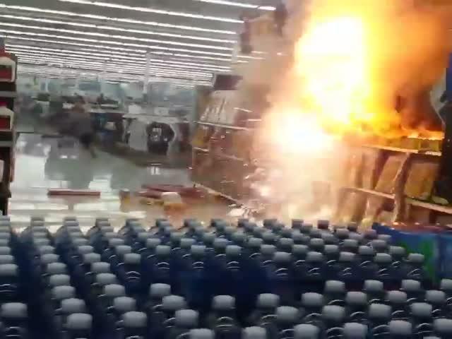 Пожар в магазине пиротехники