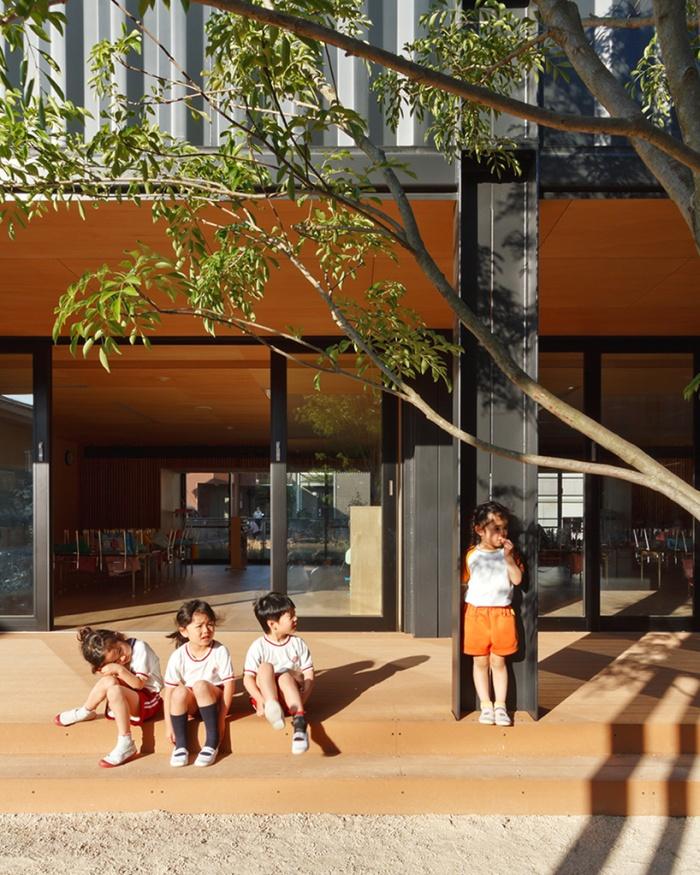 Детский сад из морских грузовых контейнеров (11 фото)