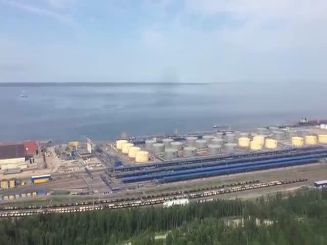 Крупнейший российский порт Усть-Луга с вертолета