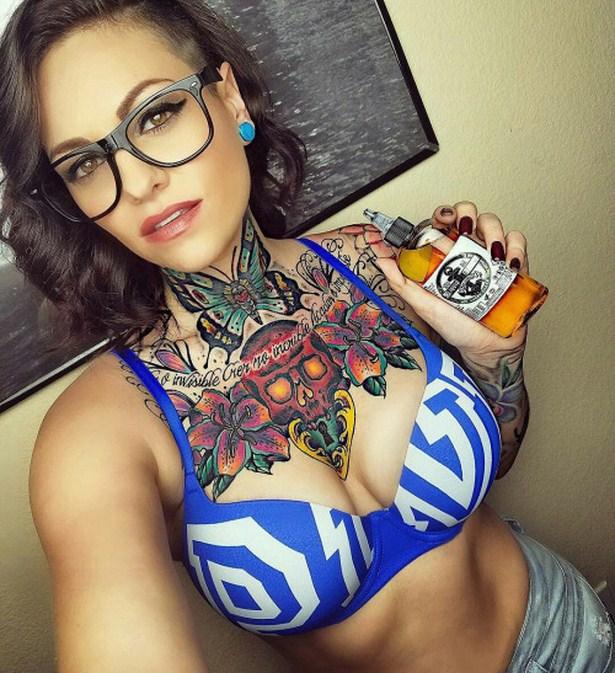 Татуированные девушки (30 фото)