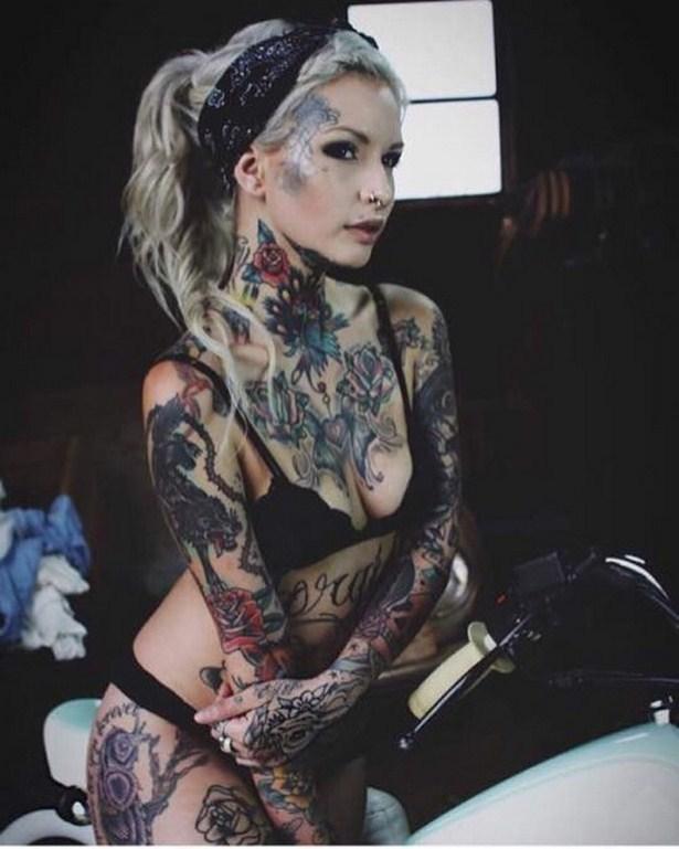 Сильно татуированные девки секс