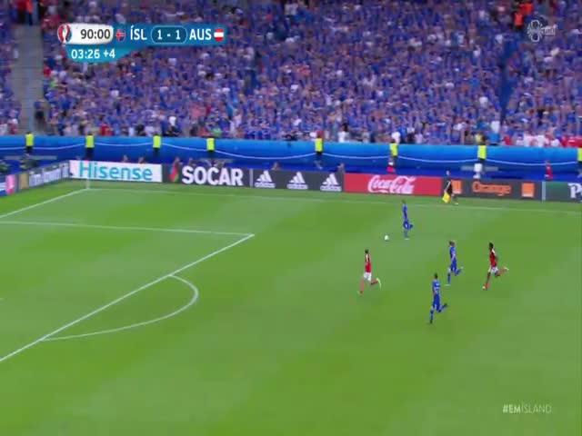 У исландского комментатора началась истерика после второго гола в ворота Австрии