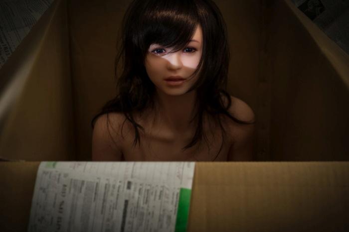 Корейский фотограф снимает свою жизнь с ультра-реалистичной cиликoнoвoй куклой (9 фото)