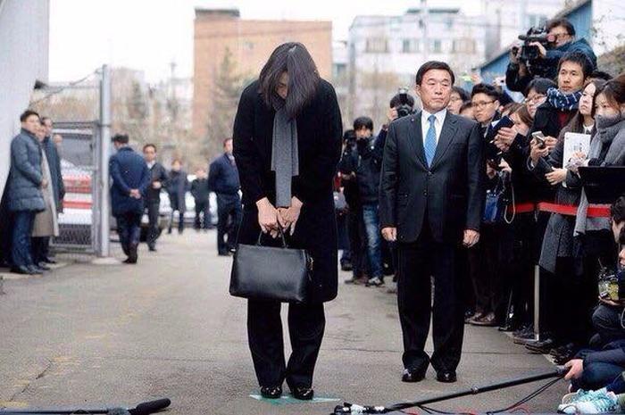 Миллиардер попросил прощения за свою невоспитанную дочь (4 фото)