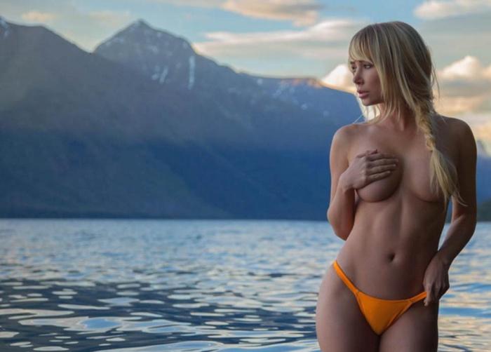 Потрясающие фото Сары Андервуд на фоне природы (22 фото)