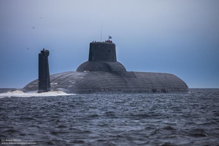 Тяжелый ракетный подводный крейсер ТК-208 «Дмитрий Донской» вышел из Северодвинска (8 фото)
