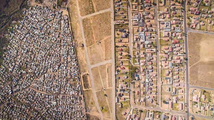 Разграничительные линии между бедными и богатыми районами Кейптауна (11 фото)