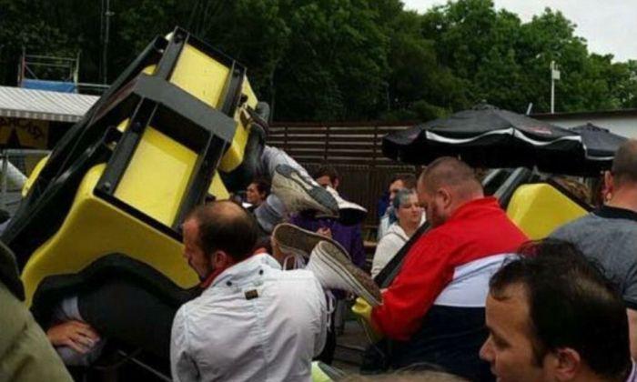 В Шотландии поезд американских горок сошел с рельс (7 фото)