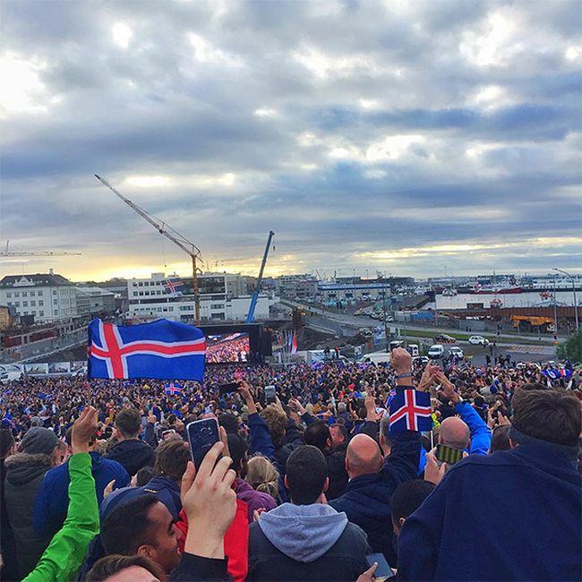 Сборная Исландии обыграла сборную Англии со счетом 2:1 (23 фото)