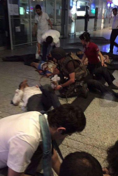Теракт в аэропорту Стамбула (15 фото + видео)