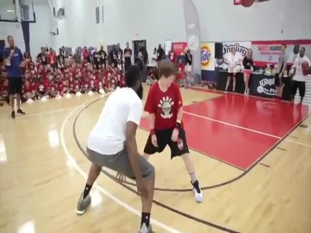 Американский баскетболист Джеймс Харден показал мастер-класс