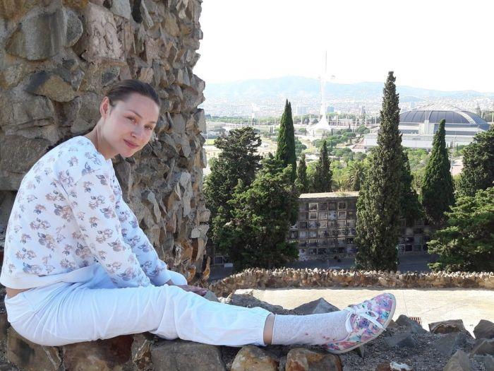Порноактриса Екатерина Макарова (Macy Ssens) устроила голую фотосессию на барселонском кладбище (8 фото)