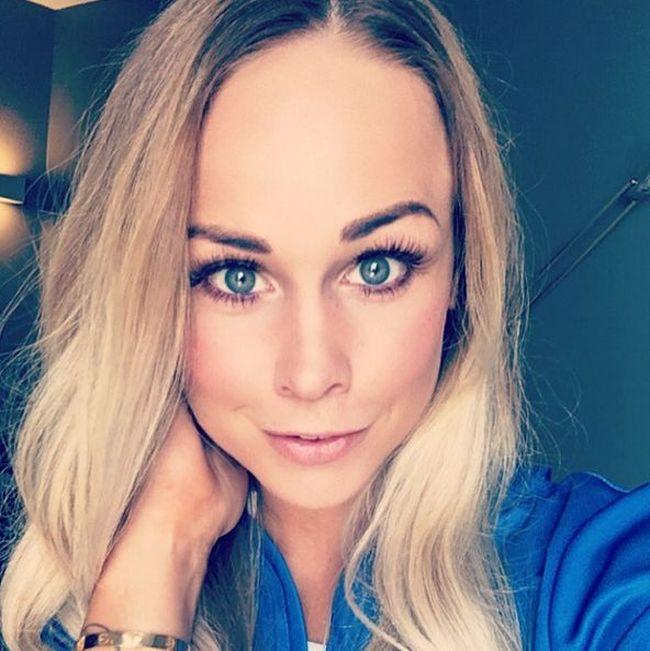Крис Йонасдоттир - великолепная жена капитана сборной Исландии Арона Гуннарссона (11 фото)