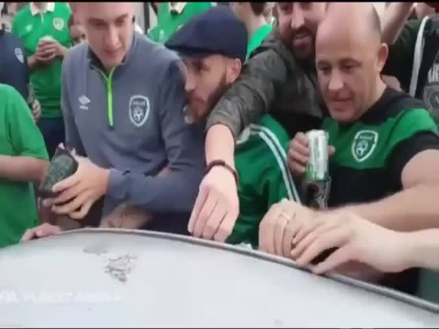 Ирландские болельщики компенсировали ущерб владельцу авто